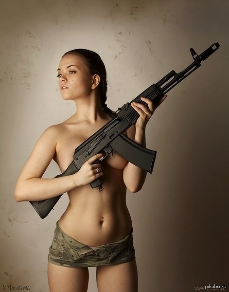 Bad girl Joslyn James begs for some love gun posing with an automatic weapon № 147618 без смс