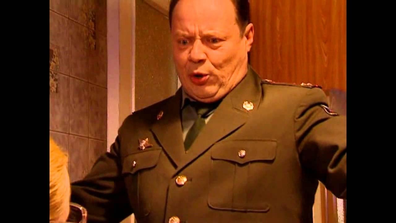 russkie-ofitseri-pyut-i-ebutsya
