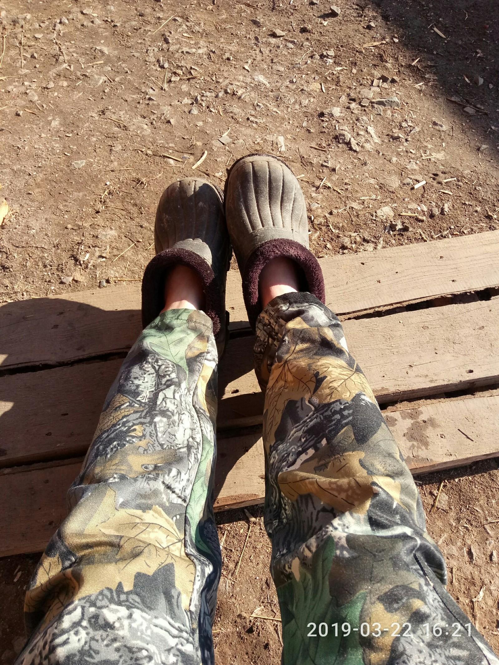 Отпиздили и даже кроссовки сняли