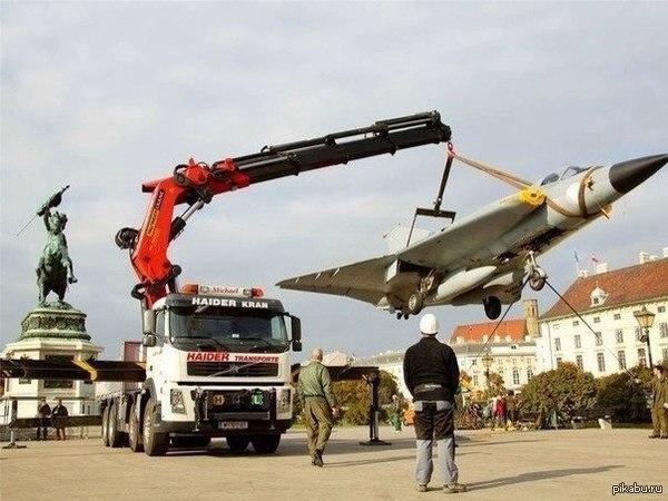 Украина подняла в небо свои истребители
