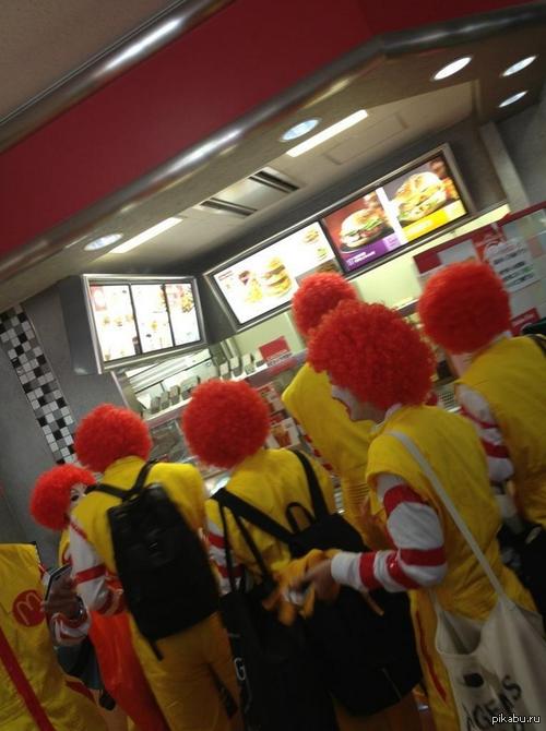 В Японии, если вы придете в МакДональдс одетый как Рональд, вас накормят бесплатно.