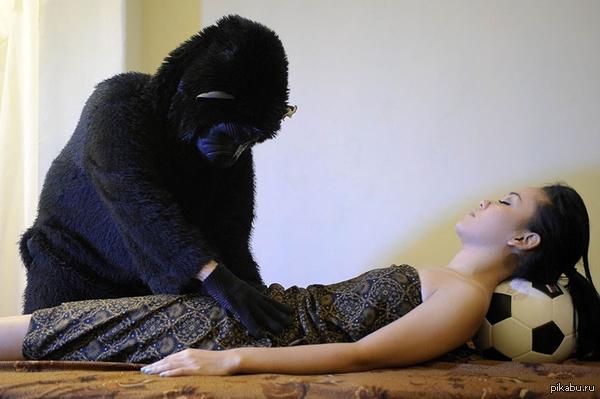 Воплощение странных фантазий - массаж в Индонезии. Так также делают массаж с помощью двухметрового питона. Вы бы рискнули?..