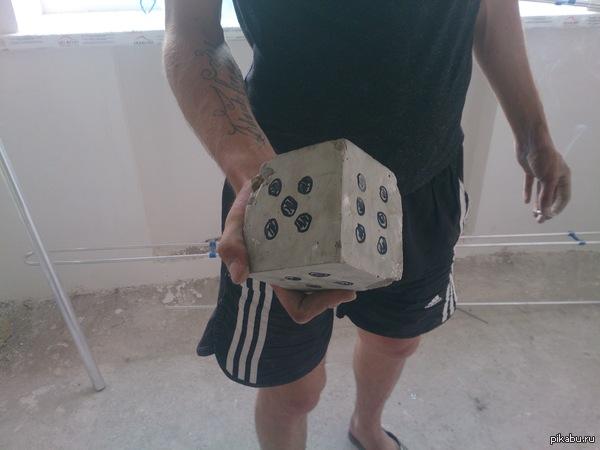 Сегодня на работе нашел такой игральный кубик))))
