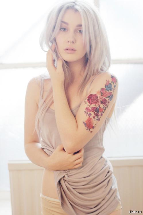 Девушки в ванной с татуировками фото 264-343