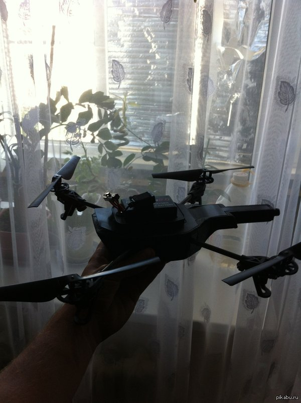 Ранее я писал о том что мой отец нашел на рыбалке,как он сказал,,какой-то вертолет с камерой,,.И вот я дома.
