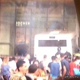 Автобусы тоже ходят в магазины В Москве автобус заехал в ТРЦ Речной.  Фоткал с тапка на тапок.