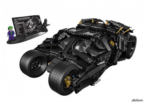 LEGO Бэтмен Мобиль. 1869 деталей. Бэтмобиль из фильмов Нолана будет складываться из 1869 частей Lego - набор появится в продаже в сентябре.