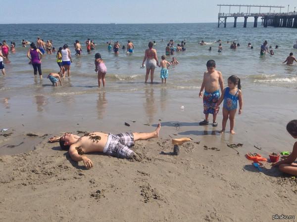 Мужики на пляже очень весело троллят местных инстасамок )