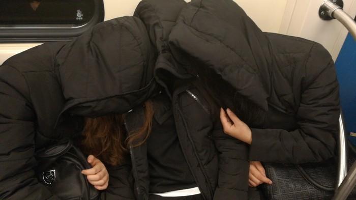 Темные души в метро Метро, Фотография