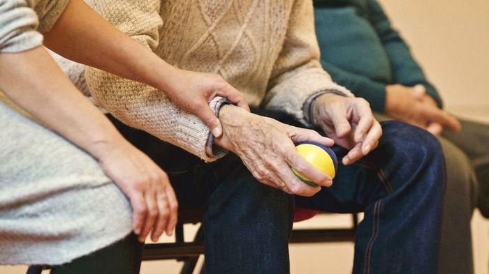 Как возраст может разрушить связь с реальностью. Симптомы и терапия старческой деменции Деменция, Старость, Длиннопост