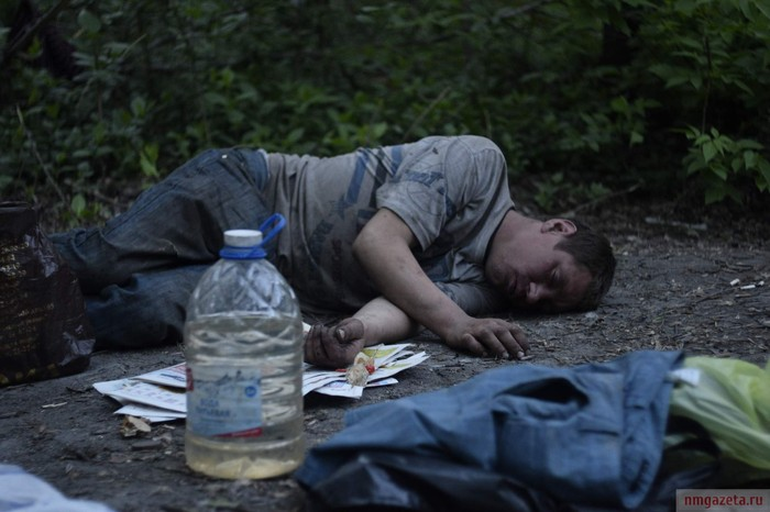 Жизнь в лесу. Бомжи Алексей и Олеся не мое, Бомж, жизнь как есть, алкаши бомжи, пьянка, репортаж, длиннопост