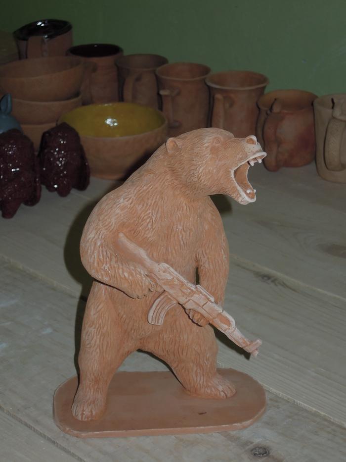 Медведь и автомат. Медведь, Автомат, Керамика, Мелкая пластика, Сделано из глины, Ручная работа, Горка водка калаш, Акм