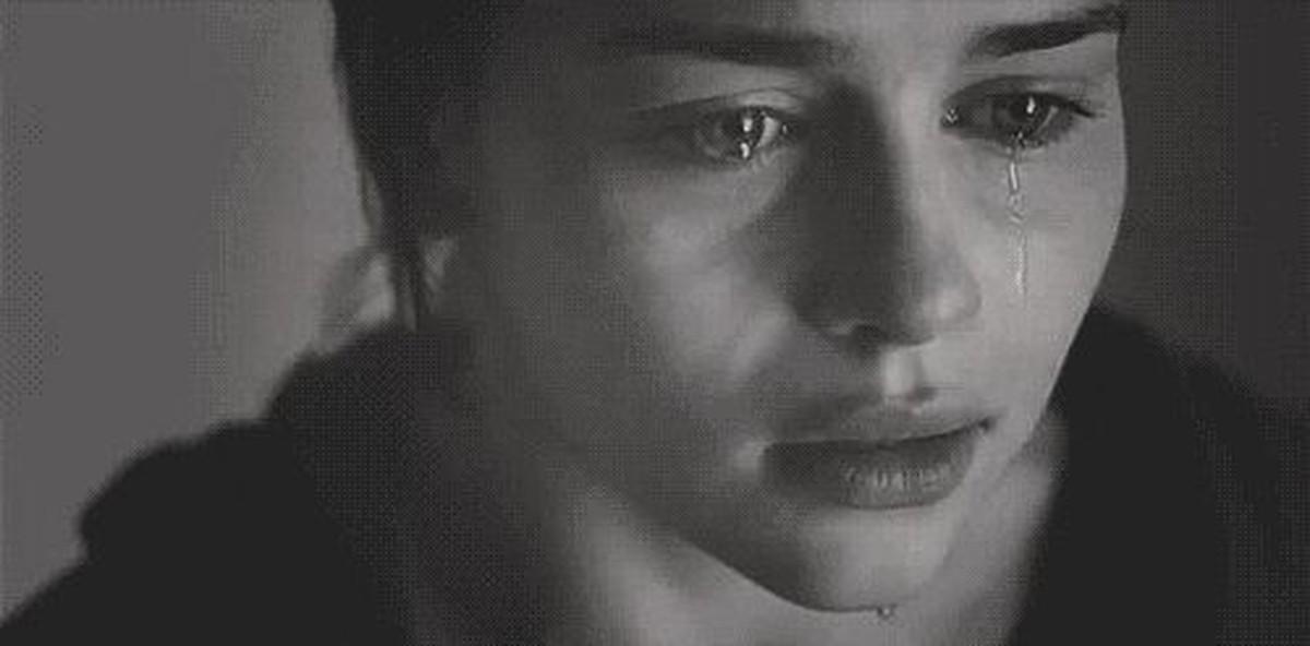 Дочка плачет она не умеет целоваться и трахаться