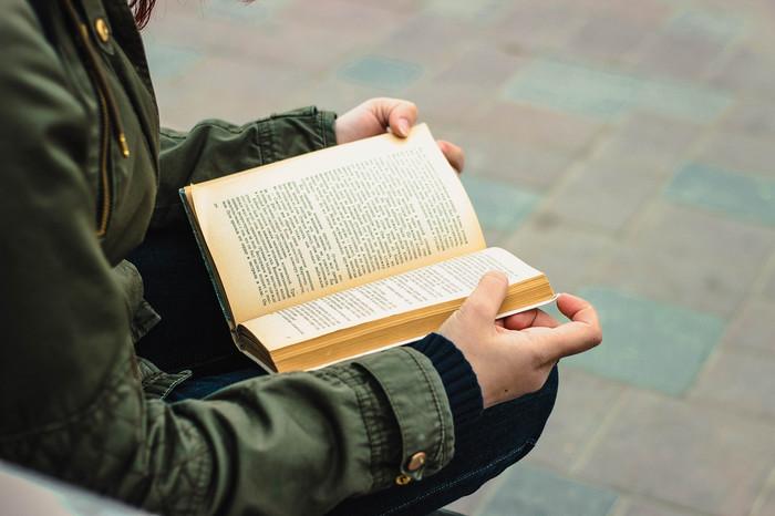 Хорошая книга - это подарок, завещанный автором человеческому роду (с) Астрахань, Canon, Canon 600D, Canon EF 50mm f18 II, Книги, Чтение, Фотография