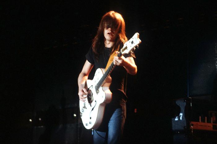 Умер сооснователь группы AC/DC Малькольм Янг. Малкольм Янг, Лига рок-музыки
