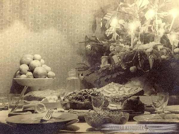 Новогодний стол в СССР. СССР, 1970-е -1980-е, Новогодний стол, Оливье, Новый Год, Назад в СССР, Длиннопост