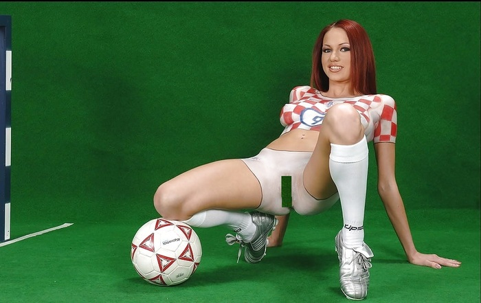 girl-football-nud-wang
