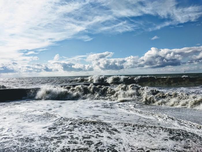 """""""А на небе только и разговоров, что о море...""""(с) Черное море, Облака, Над облаками, Вид из самолёта, Фото на тапок, Длиннопост"""