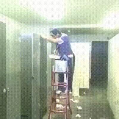 Не дают потолок побелить, засранцы!