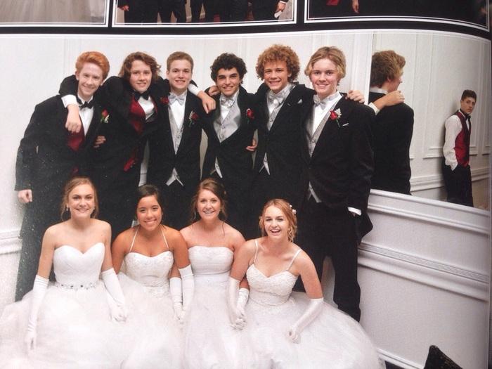 Невесту реально пустили по кругу на свадьбе