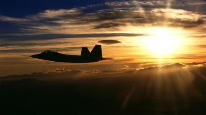 Американский F-22 мешал российским Су-25 в Сирии и имитировал воздушный бой Политика, Коалиция, Сирия, Россия, Палки в крылья, f-22 Raptor, Су-35, Су-25