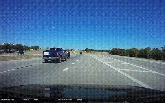 Большой Vs Маленький ДТП, США, Техас, Мотоциклист, Пикап, На что он надеется?, Гифка, Видео