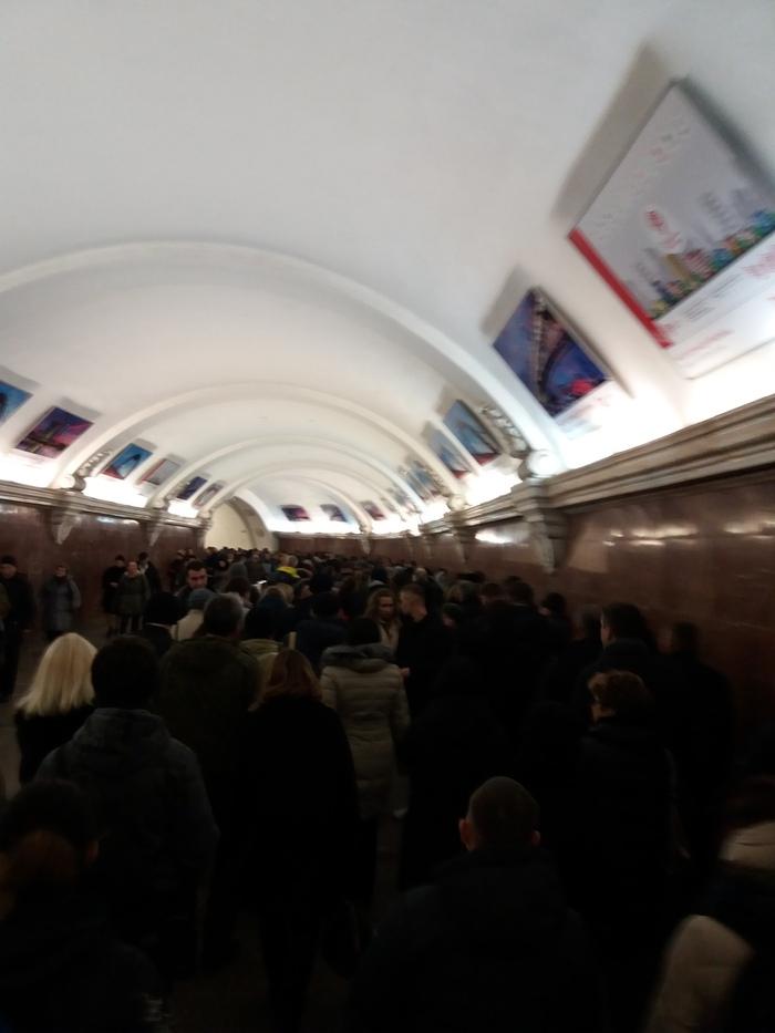 Прижался в метро видео видео просмотр для