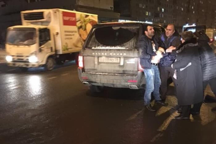 В Невском районе человек из Range Rover попытался убить водителя автобуса с детьми Нападение, Розыск, Преступление, Водитель, Южные горячие парни, Fontanka, Новости, Санкт-Петербург, Длиннопост