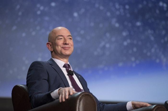 Основатель Amazon Джефф Безос стал самым богатым человеком за всю историю Джефф Безос, Amazon, Деньги