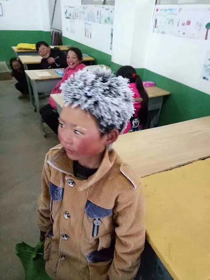 Волосы 10-летнего школьника заледенели, пока он шёл 5 км, чтобы успеть на урок Холод, Замёрзли волосы, Снежинка, Длиннопост