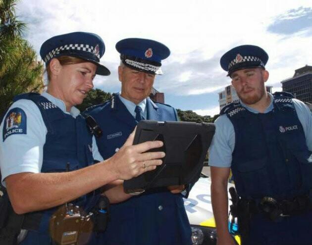 За долги ебет полиция
