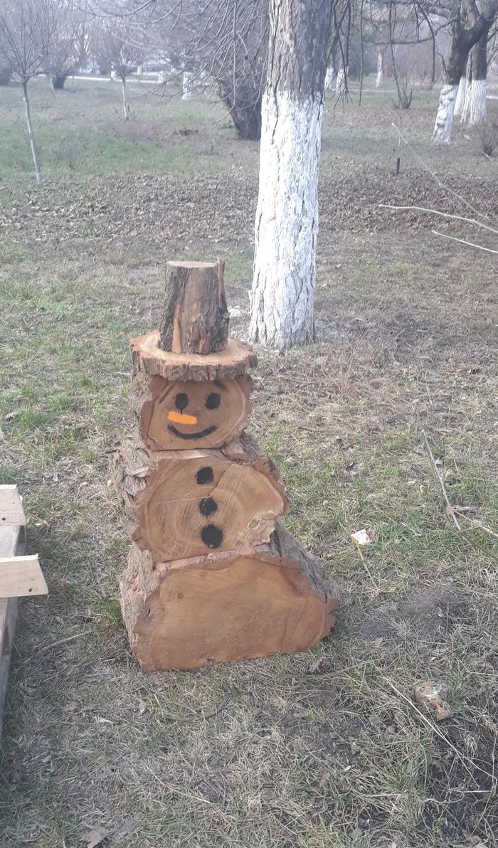 Снеговики бывают разные, этот с Ростовской области)