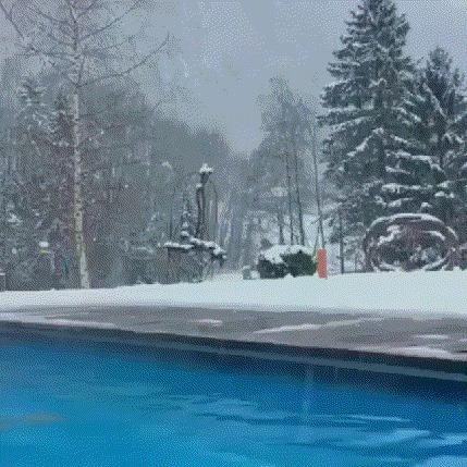 Красивый выход из бассейна.