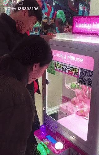 Как победить однолапого бандита Игровые автоматы, Игровой автомат, Азиаты, Автомат с игрушками, Жулики, Игрушки, Отношения, Несколько гифок, Гифка
