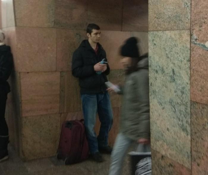 Попрошайка на Баррикадной Попрошайки в метро, Мошенники