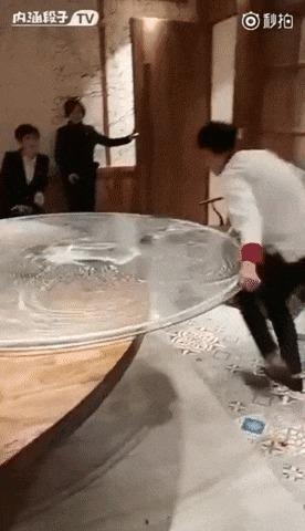 Быстрая очистка стеклянного стола
