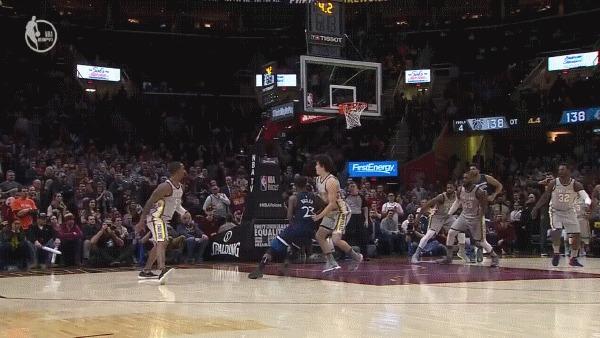 Осталась одна секунда до конца матча? Просто отдайте мяч ЛеБрону Спорт, Баскетбол, NBA, Lebron James, Блок-Шот, Баззер-Битер, Гифка