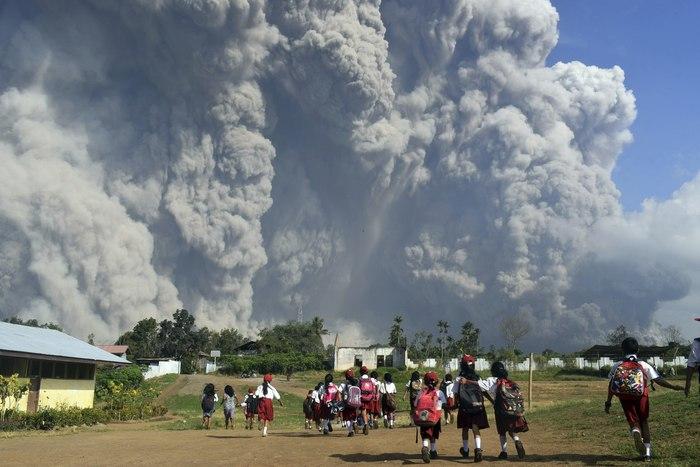 Извержение вулкана на острове Суматра, Индонезия вулкан, новости, извержение, суматра, Индонезия, лентач, длиннопост, РИА Новости