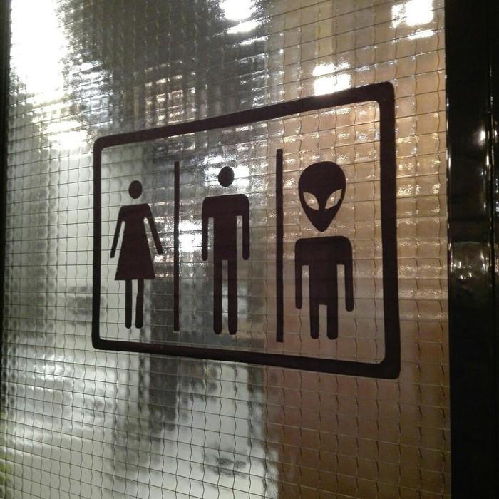 Ничего особенного,просто туалет в офисе Рен-Тв