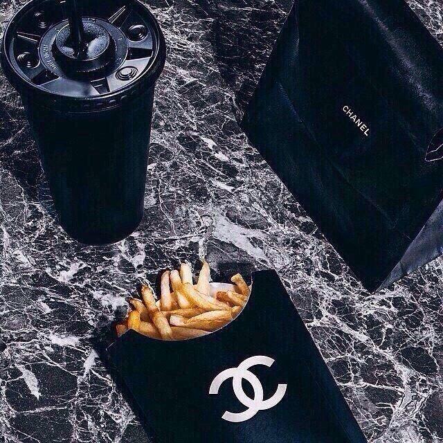 Дорогой, подари мне что-нибудь от Шанель на 8 марта:)