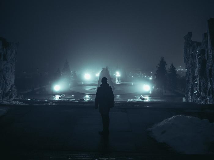В Волгограде все туманно. Туман, Волгоград, Мамаев курган, Архитектура, Дождь, Ночь, Вечный огонь, Длиннопост