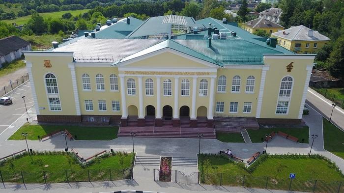Был сельский ДК, а стал дворец