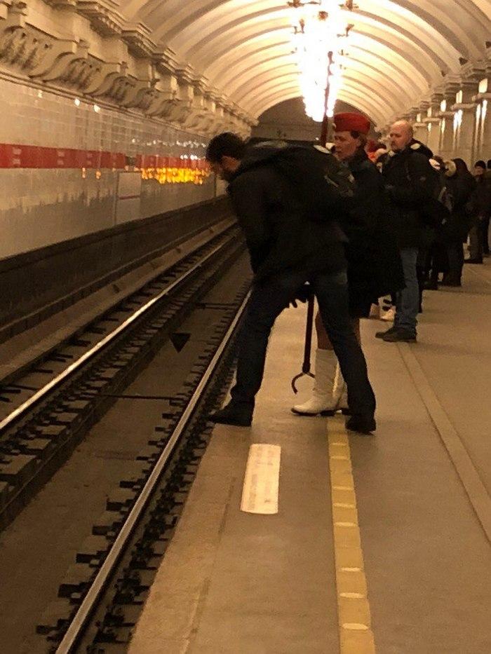 Если что-то попало на рельсы в метро Метро, На путях, Упало, Достать, Длиннопост