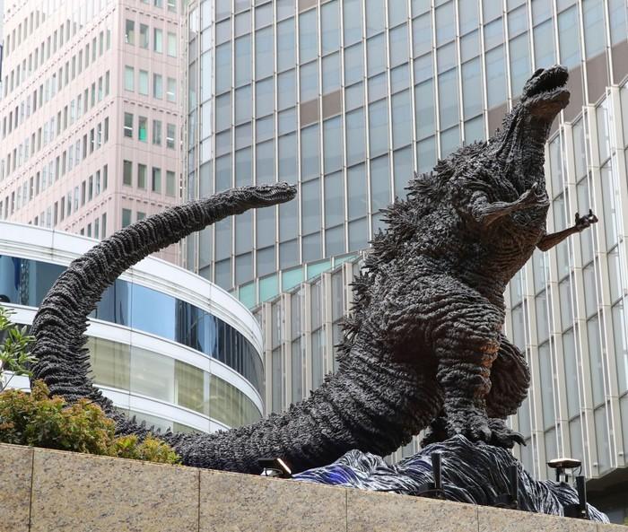Новый памятник знаменитому монстру Годзилле установили в Токио Годзилла, Памятник, Япония, Токио, Видео, Длиннопост