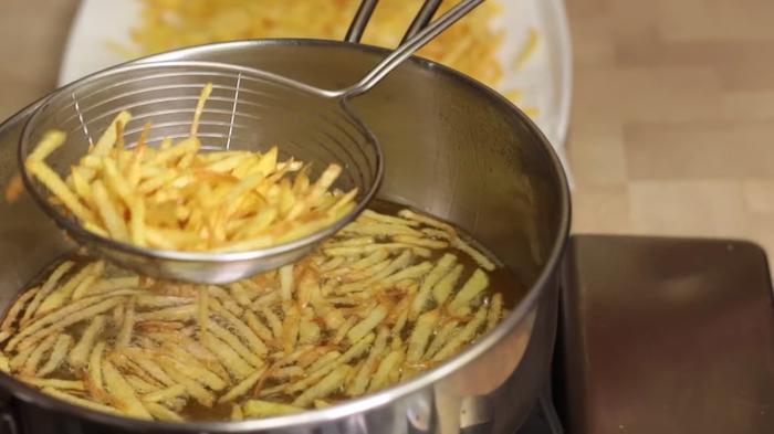 Один из самых вкусных салатов Гнездо глухаря Рецепт, Видео рецепт, Кулинария, Еда, Irinacooking, Салат, Гнездо глухаря, Салат с курицей, Видео, Длиннопост