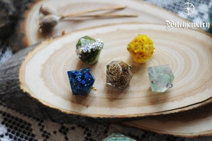 Большие кристаллы с цветами, камнями и шишкой Кулон, Бижутерия, Своими руками, Рукоделие, Рукоделие без процесса, Эпоксидная смола, Длиннопост, Фотография