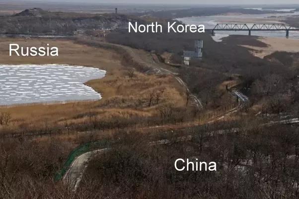 Граница между Россией, КНДР и Китаем.