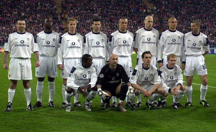 """2001 г. """"Манчестер Юнайтед"""" пробует новую тактику в игре с """"Баварией"""" выпустив 12 игроков Футбол, Карл пауэр, Спорт, Прикол, Манчестер юнайтед, Бавария, Фотография"""