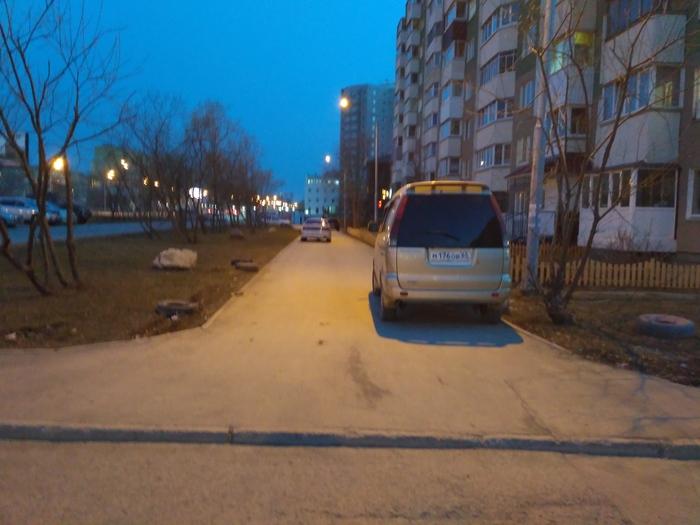 Парковки на тротуаре пост. Парковка на тротуаре, Неправильная парковка, Длиннопост