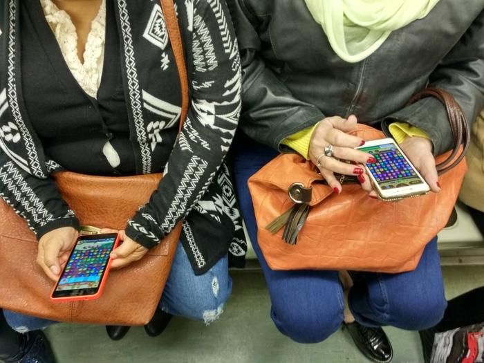 Популярная игра в метро) Игры, Фотография